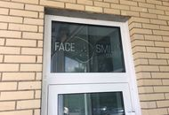 ​Накатка логотипа из пленки на стекло над входом в «Face Smile Center» — вид 3